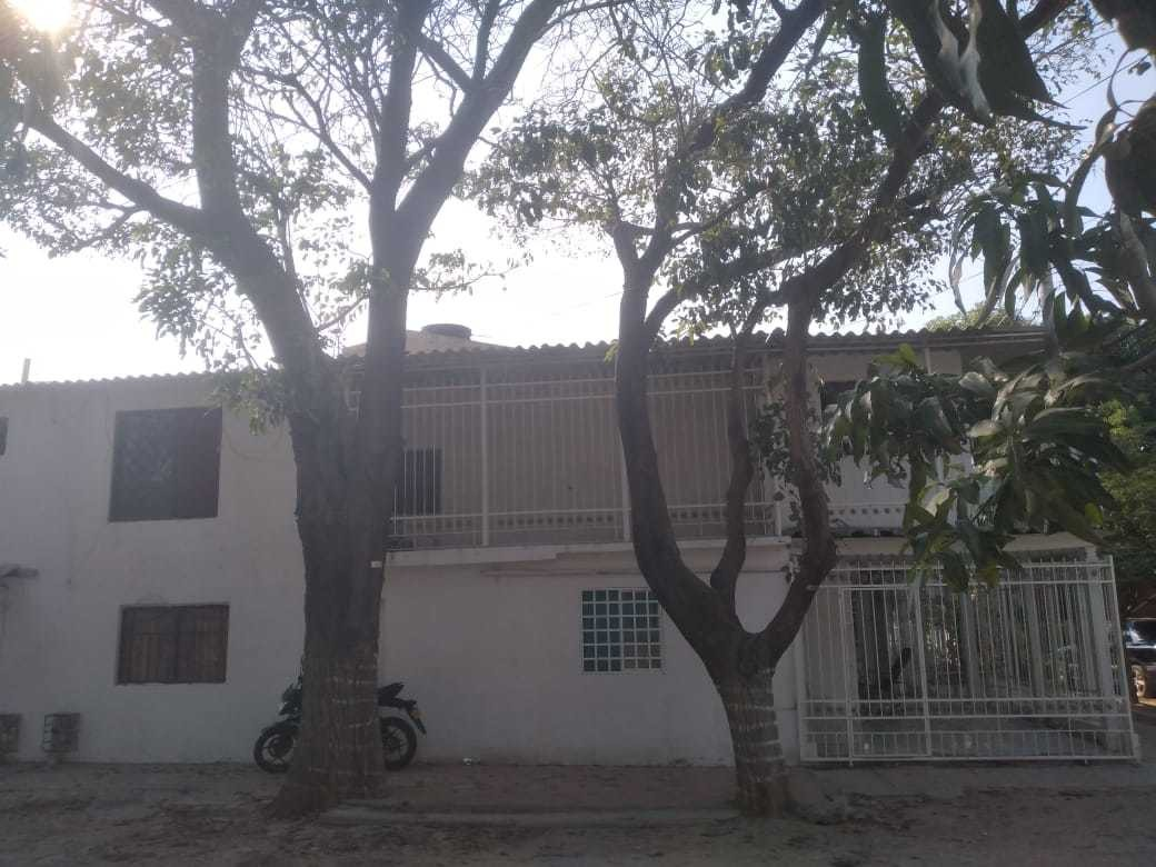 casa de dos pisos.. costa de dos apartamentos y tres apartae