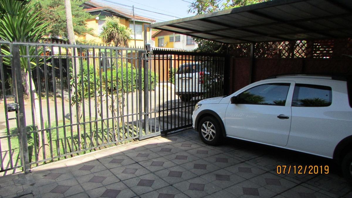 casa de dos pisos en barrio residencial jardín del edén