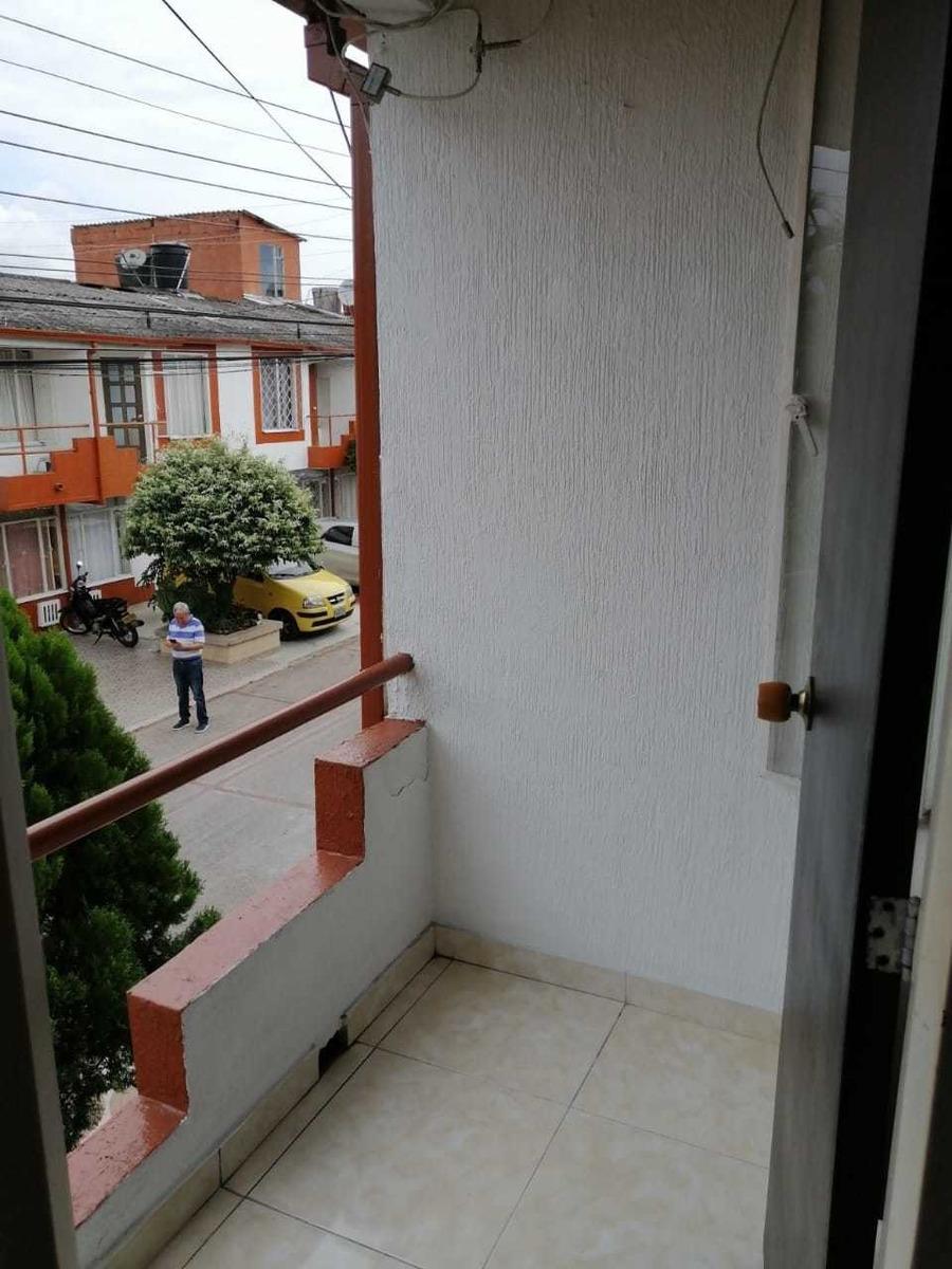 casa de dos pisos en conjunto cerrado