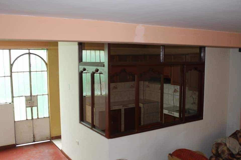 casa de dos pisos en excelente estado