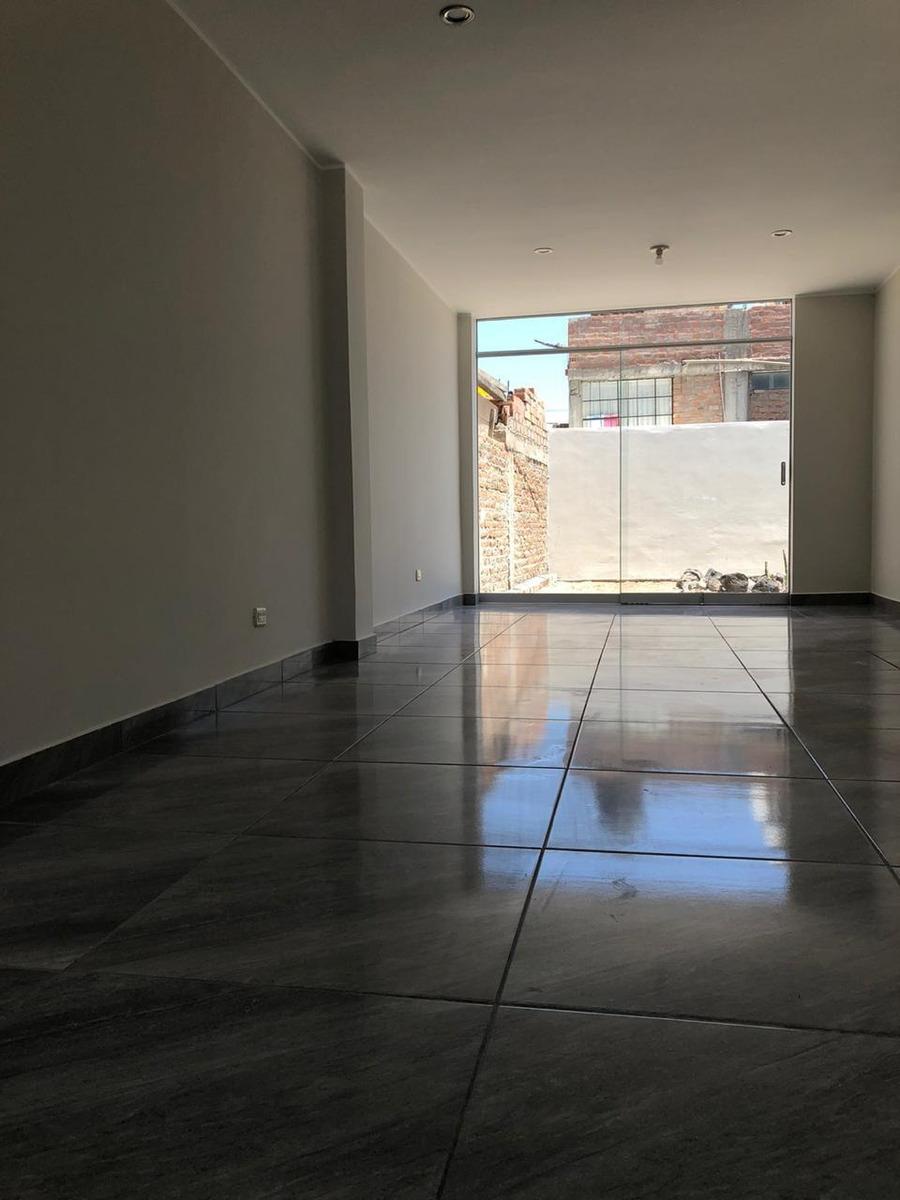 casa de dos pisos en venta enace cayma