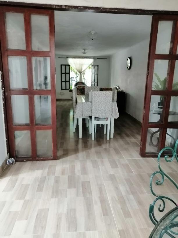casa de dos pisos semi independiente