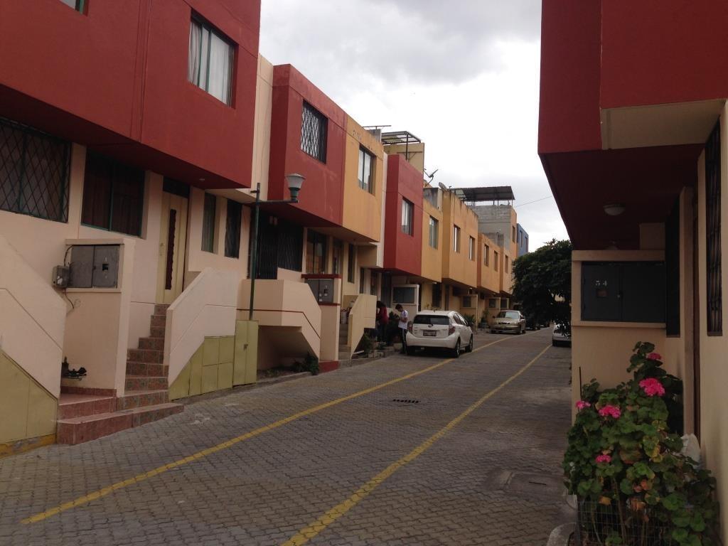 casa de dos pisos, terraza, 2 parqueaderos