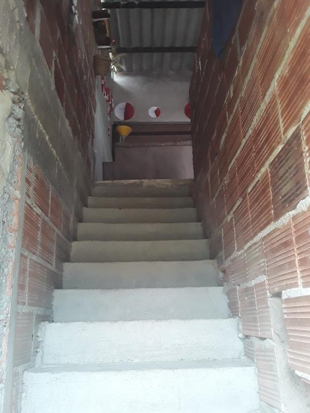casa de dos pisos y medio .. primer piso dos qpartamentos