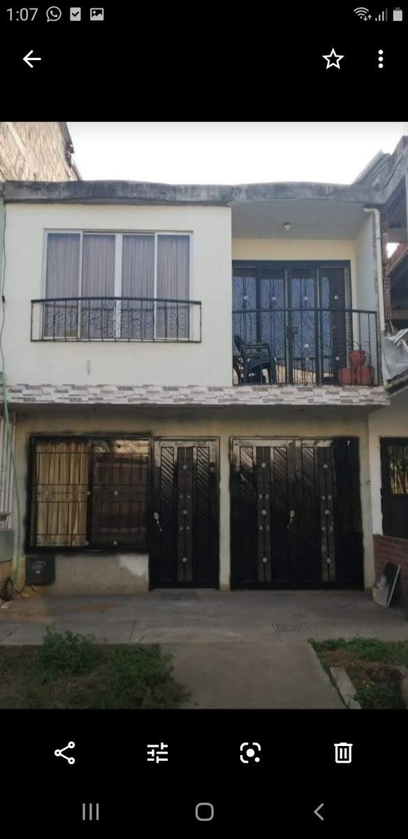 casa de dos plantas con terraza