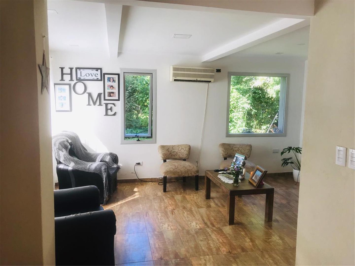 casa de dos plantas minimalista en country banco provincia