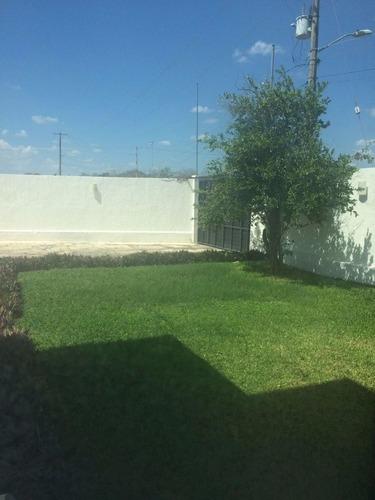 casa de dos plantas y amplio terreno en montebello
