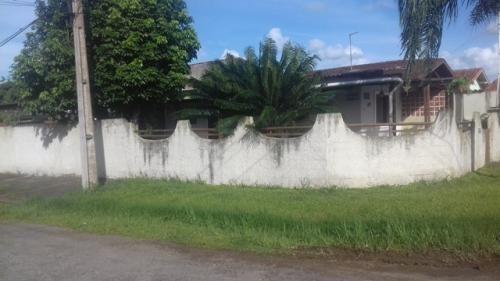 casa de esquina em itanhaém/sp
