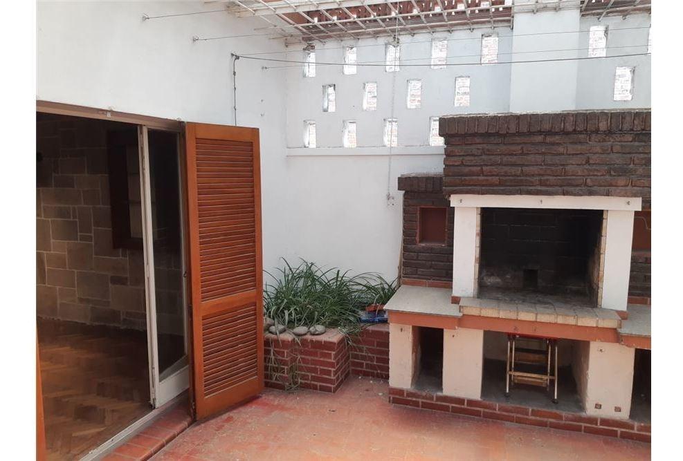 casa de estilo 3 dormitorios - dos patios