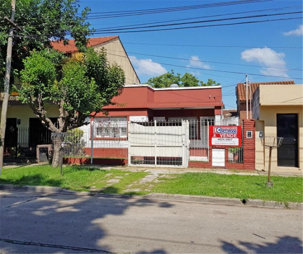 casa de estilo americana en v ariza ituzaingó norte en venta