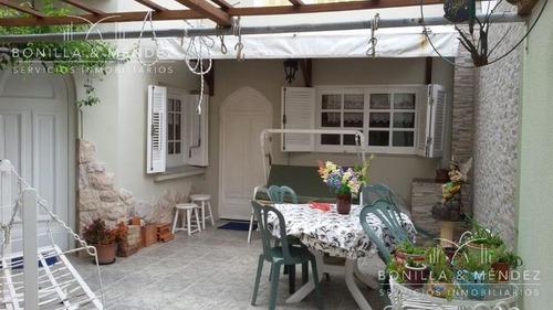 casa de estilo en el centro de piriápolis a una cuadra de la rambla