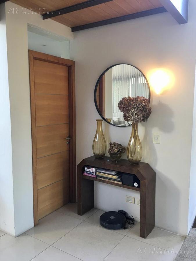 casa de estilo en venta en barrio santa barbara