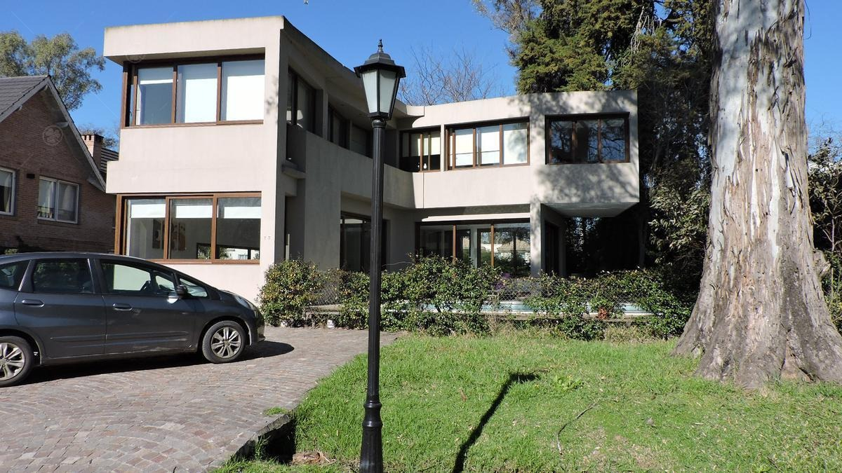 casa de estilo moderno en alquiler por contrato de 2 años