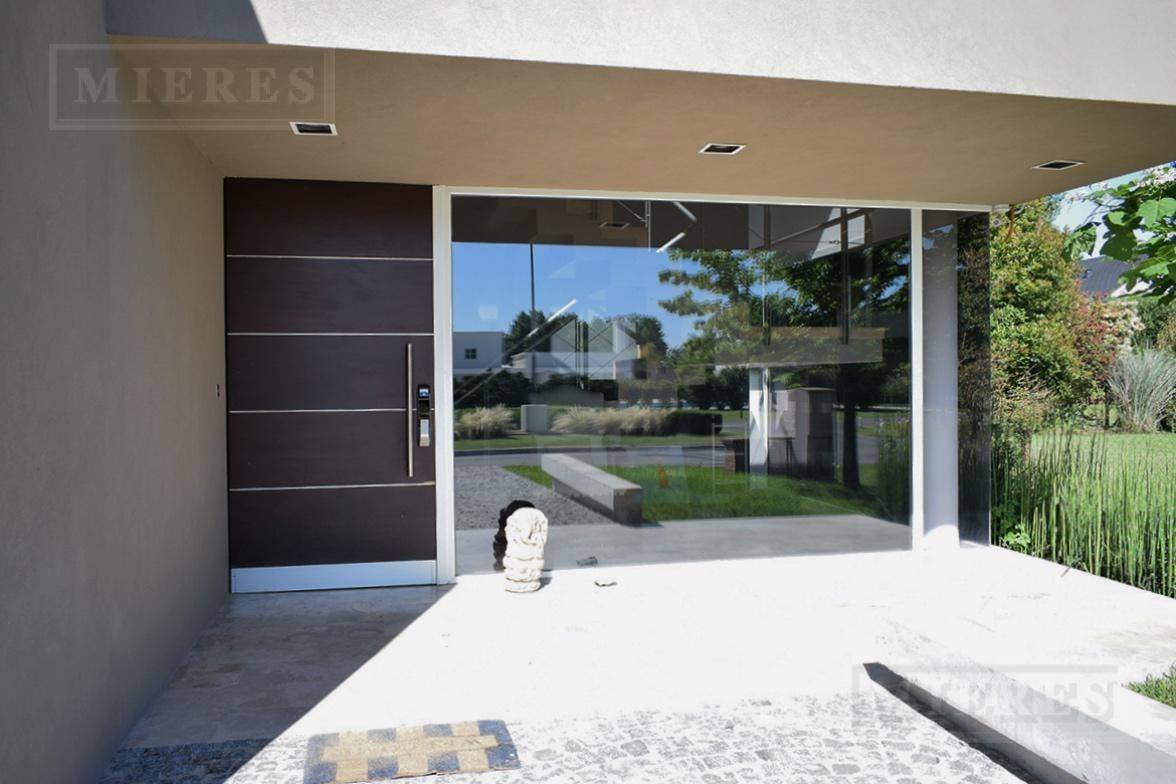 casa de estilo moderno en la lomada