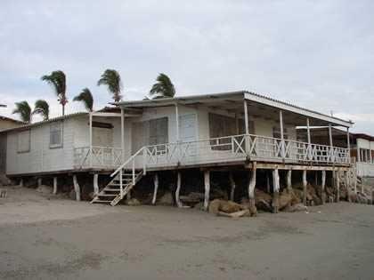 casa de estreno frente a la playa paraiso de las tortugas...