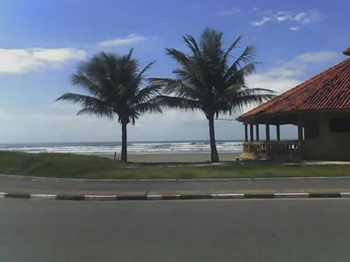 casa de frente com a praia