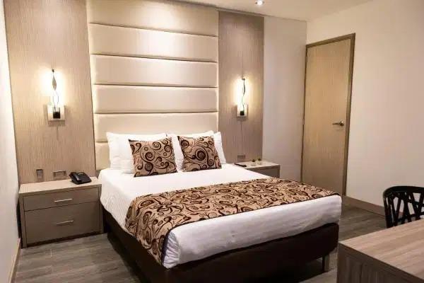 casa de habitaciones y varios baños muy aseada y tranquila
