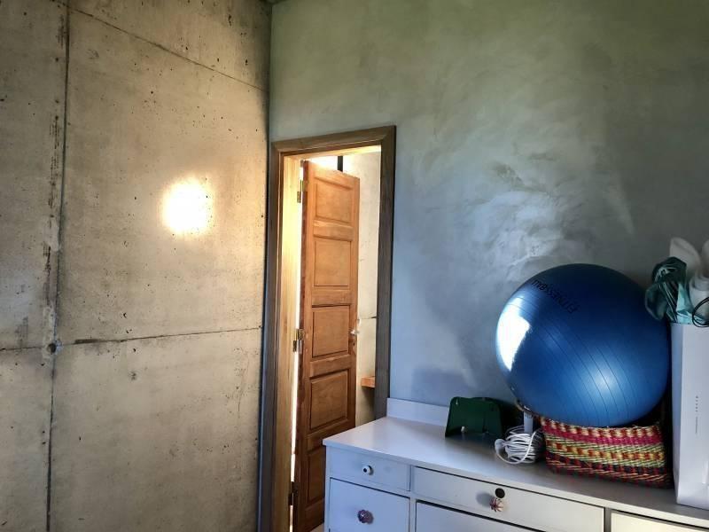 casa de hormigón muy canchera con buen espejo de agua al lago en venta en san isidro labrador villan