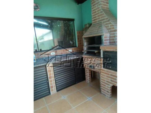 casa de madeira com 3 dormitórios e piscina. estuda permuta