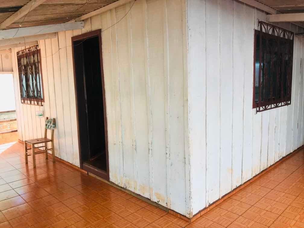casa de madeira mista, 3 quartos, garagem até dois carros