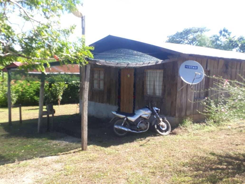 casa de madera con 3 cuartos baño sala cuarto de pila