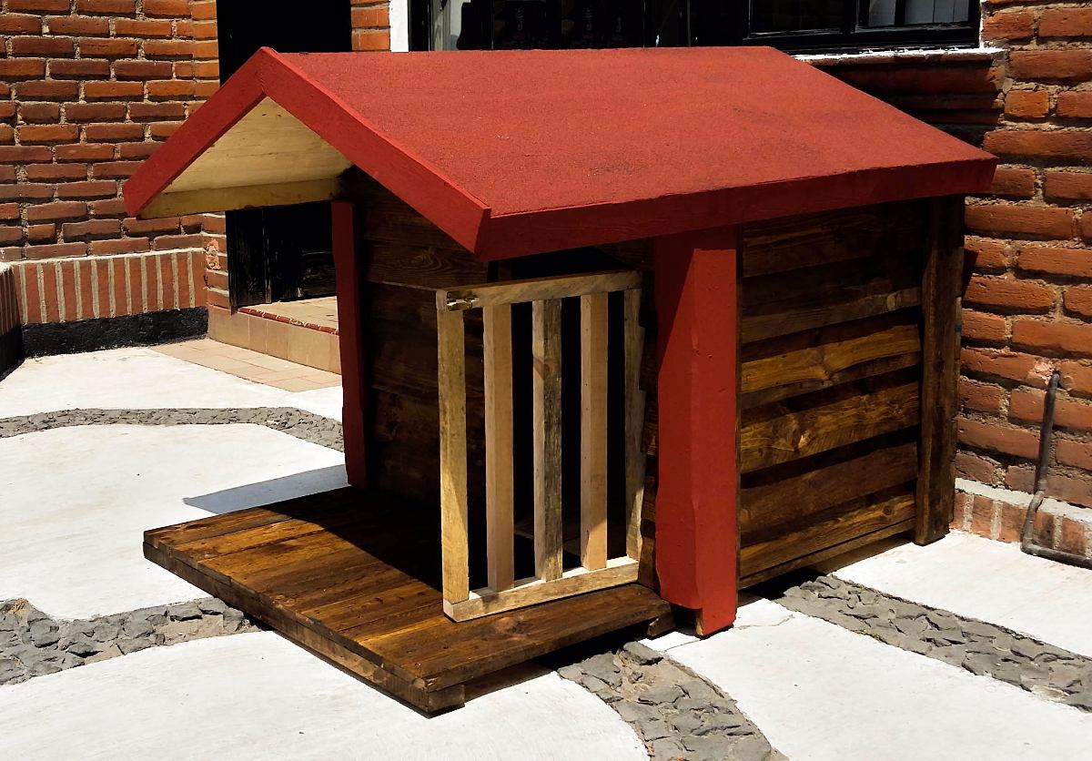 Casa de madera para perro con terraza impermeabilizada for Terrazas de madera para casas