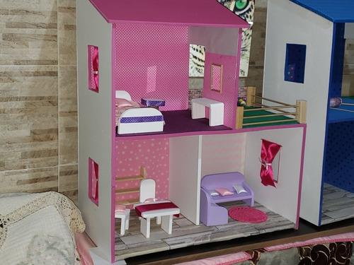casa de muñecas con muebles y accesorios