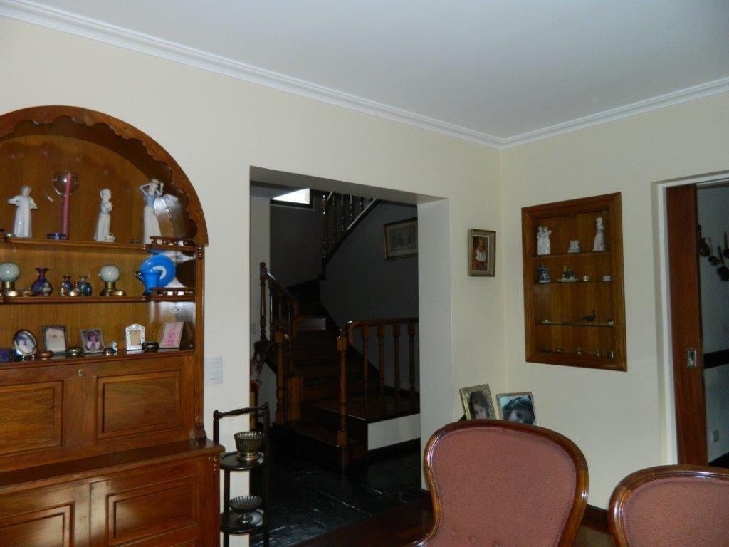 casa de muy buena calidad en lote interno de barrio camino real