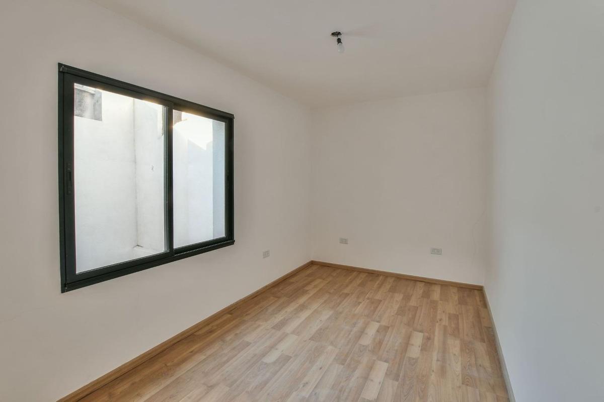 casa de pasillo, 2 dormitorios con patio, echesortu!