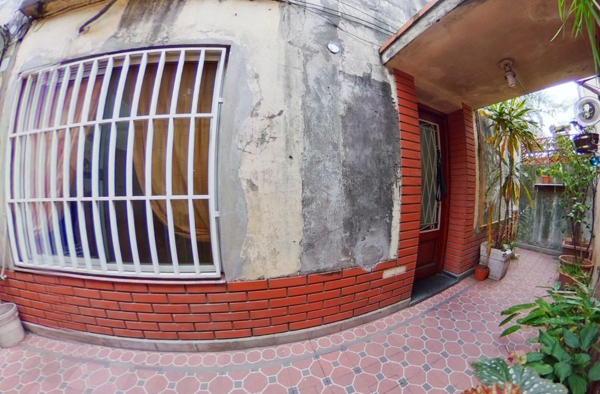 casa de pasillo hermosa con patio y terraza exclusiva