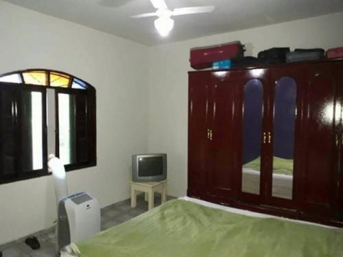 casa de praia com 03 dormitórios a apenas 600 metros do mar