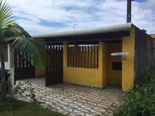 casa de praia com 2 quartos, com escritura, ótimo bairro!