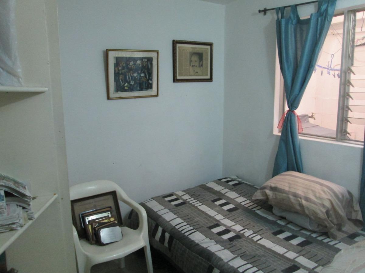 casa de primer piso con opción de sacarle un garaje o local!