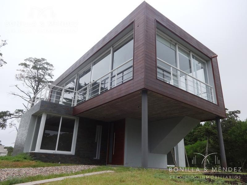 casa de reciente construcción en piedras del chileno, parada 42 playa mansa
