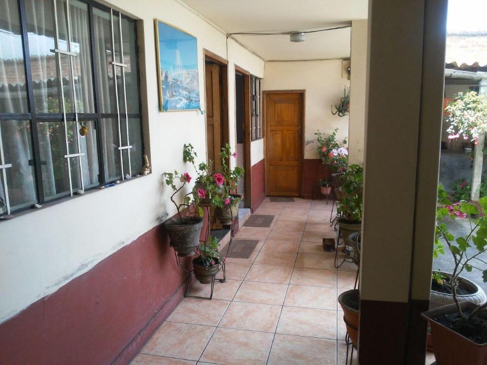casa de renta en el centro de tulcán, un solo piso