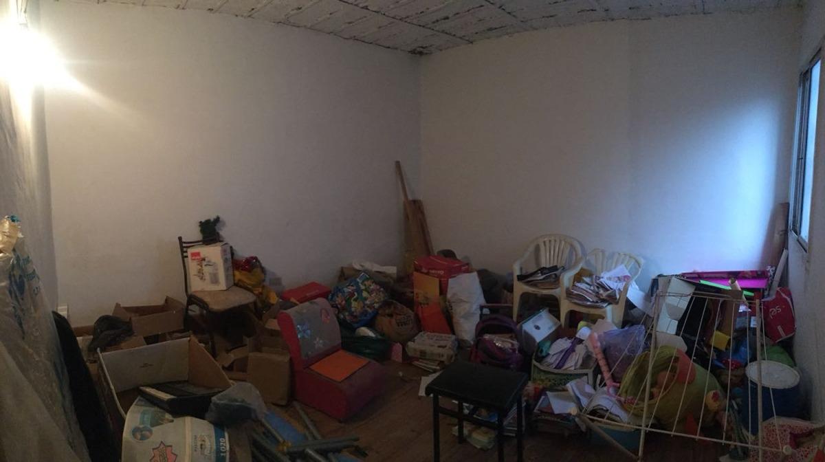 casa de seis ambientes con local abajo