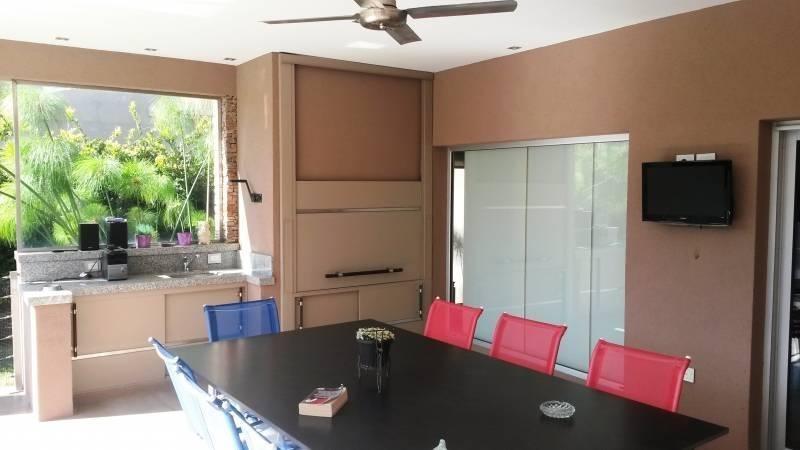 casa de seis ambientes en venta, ituzaingo, en altos del sol
