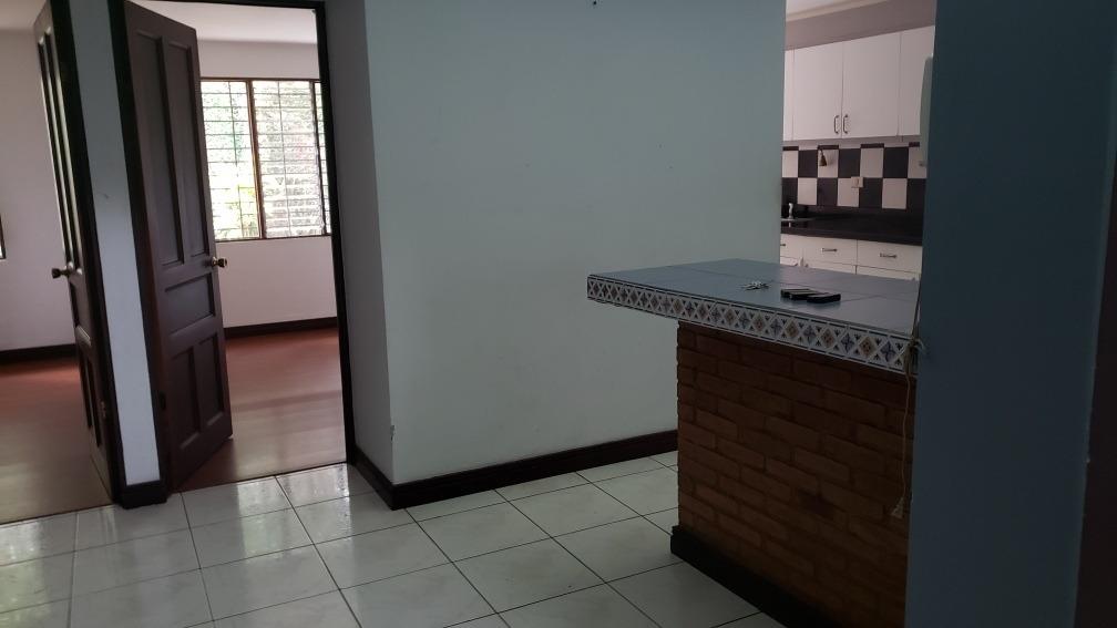 casa de siete ambientes, dos baños y jardín