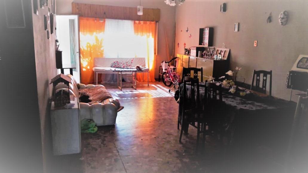 casa de tres ambientes con jardin, garage, fondo libre
