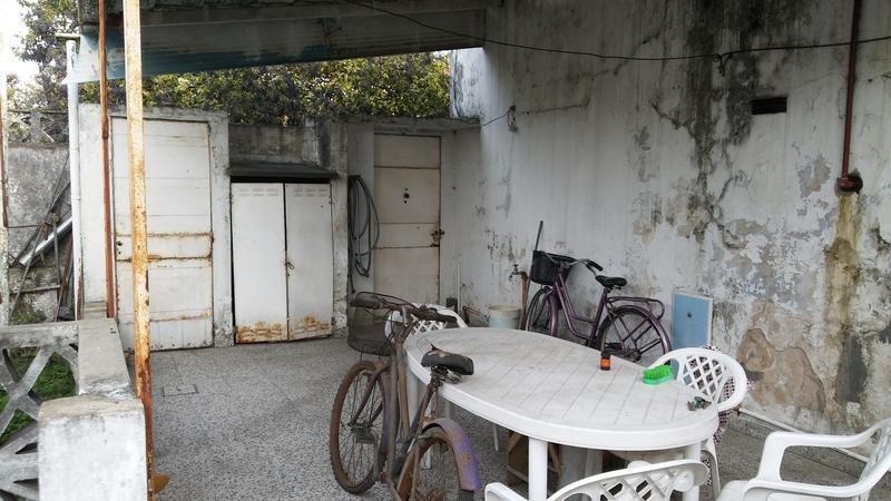 casa de tres ambientes en venta- moron sur