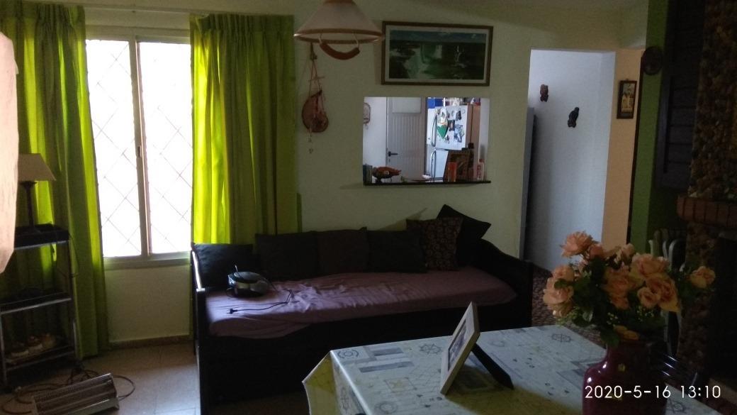 casa de tres dormitorios, dos baños. a 100mts de la playa