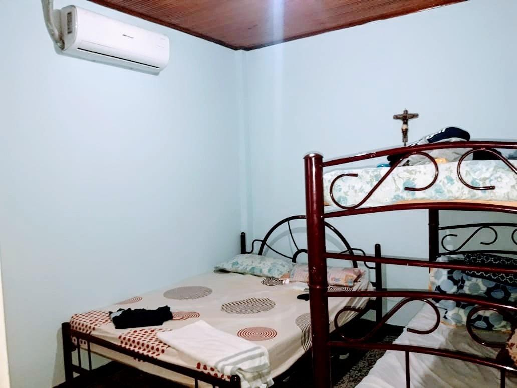 casa de tres habitaciones bien ubicada