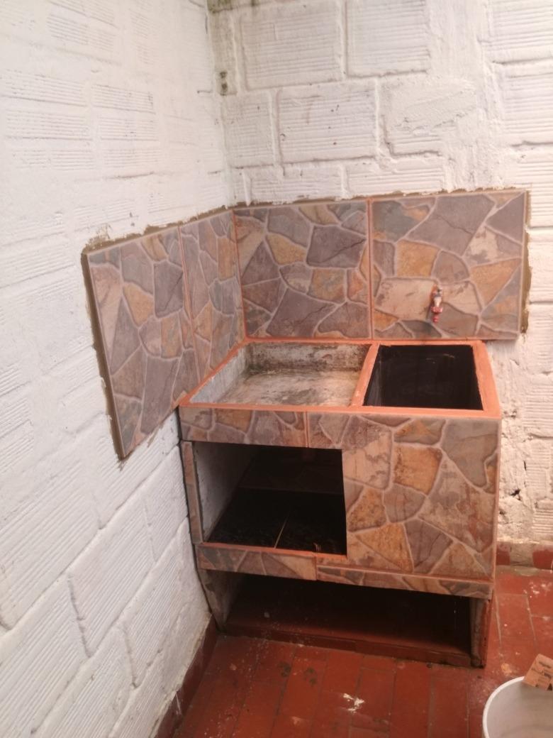 casa de tres habitaciones con close un baño, es esquinera