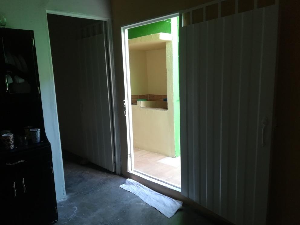 casa de tres habitaciónes grandes cmedor cocina, patio de ro