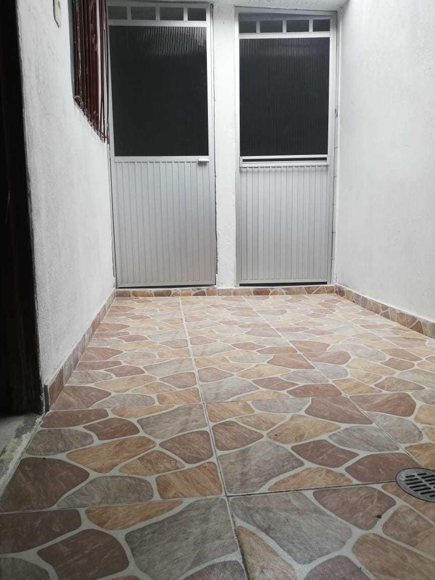casa de tres habitaciones,baño,cocina,sala garaje.
