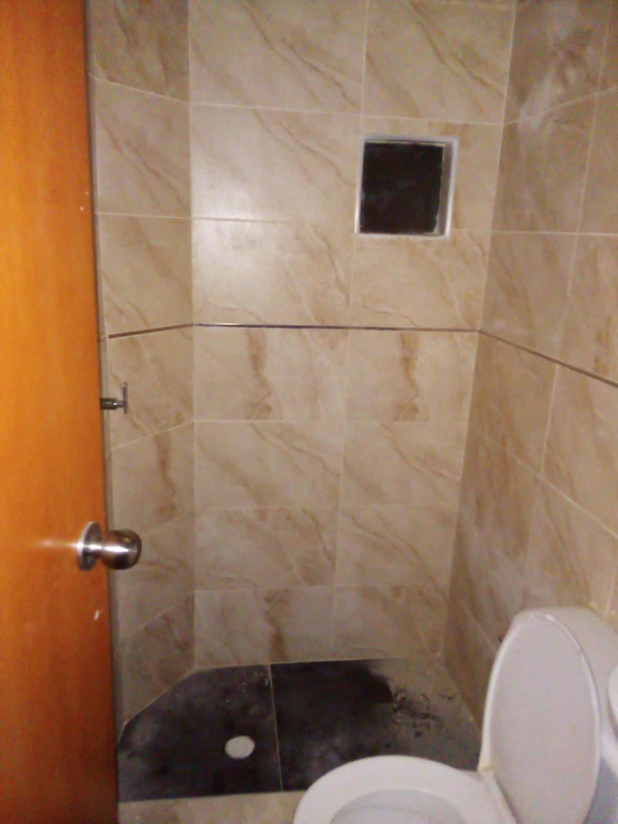 casa de tres pisos ( 3 x 12.5m ) muy bien ubicada y rentable
