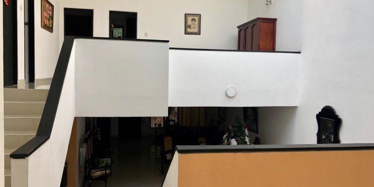 casa de tres pisos, 4 habitaciones, 4 baños