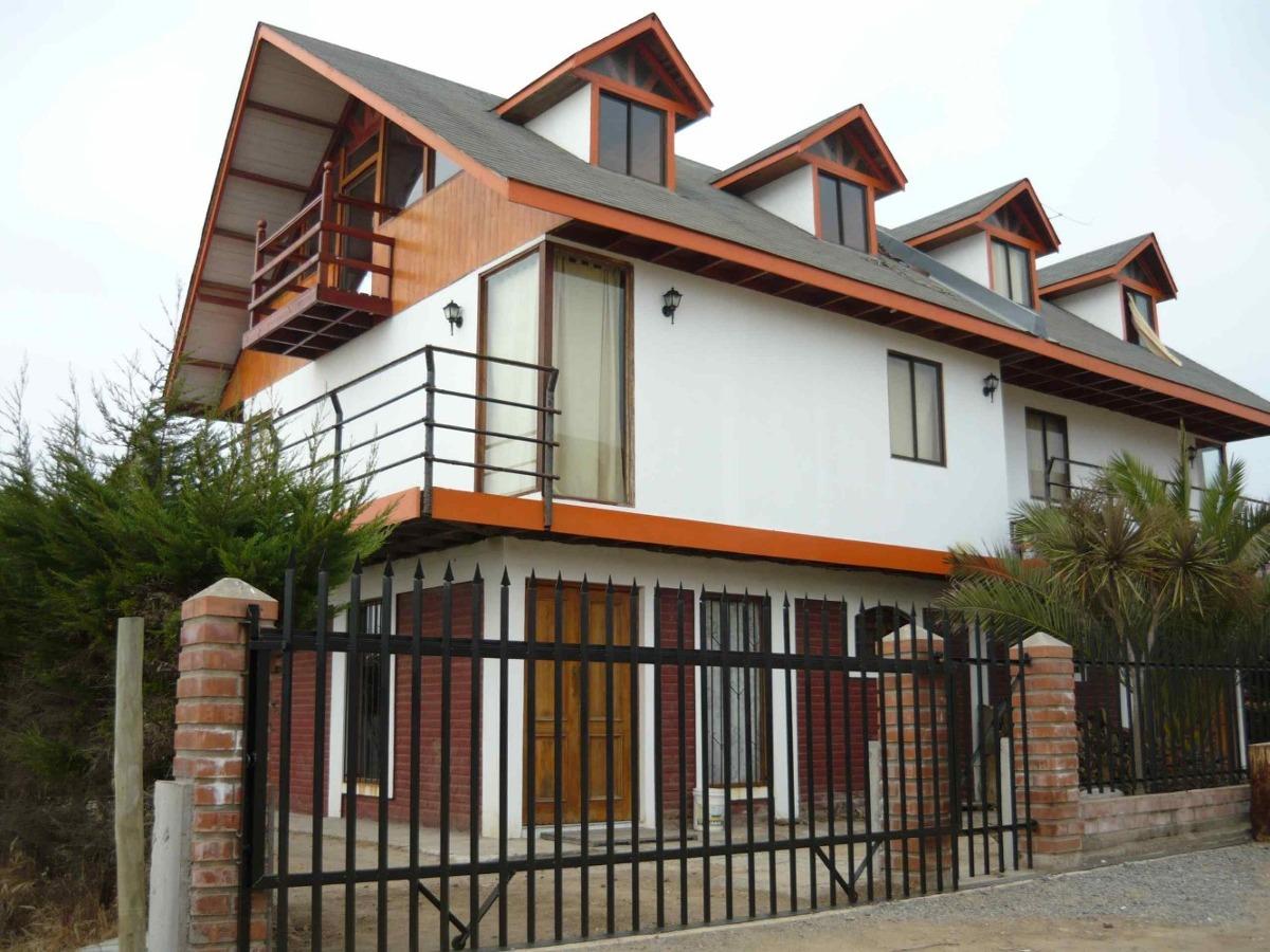 casa de tres pisos a una  cuadra cerca  del mar el tabo