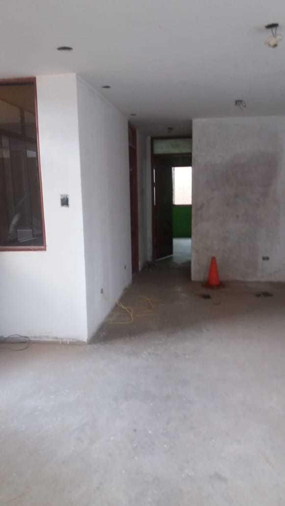 casa de tres pisos de 120mt con azotea