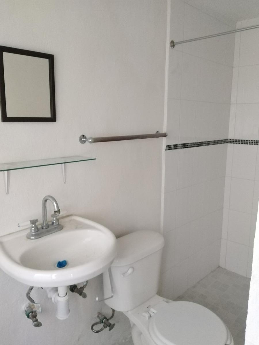 casa de tres recamaras con baño propio